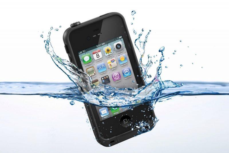 Un smartphone podría contaminar toda el agua que consumen los españoles en un día
