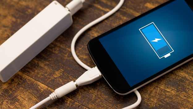 ¿Es malo dejar cargando el móvil toda la noche?